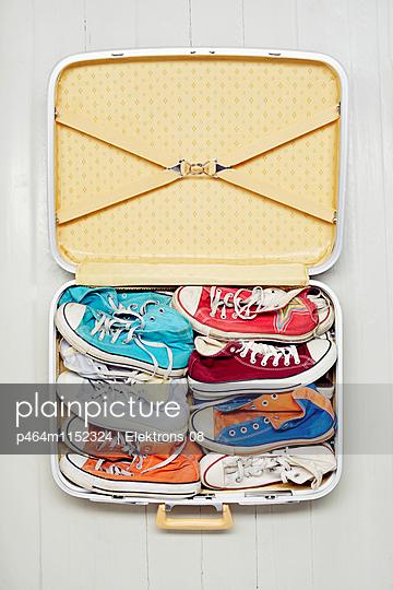 Koffer packen - p464m1152324 von Elektrons 08