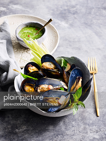 Hoi Ma Lang Phu O Bp - mussels cooked with herbs - p924m2300642 by BRETT STEVENS
