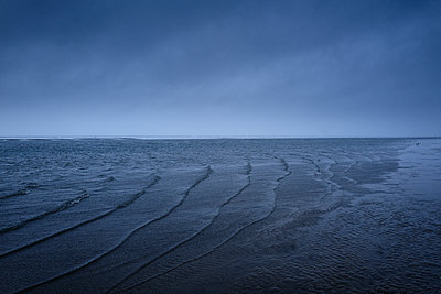 Waves on the coast at twilight - p1203m1578219 by Bernd Schumacher