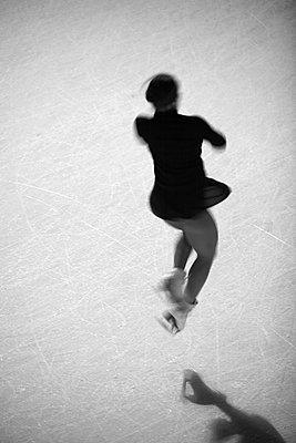 Figure skater - p1195m984738 by Kathrin Brunnhofer