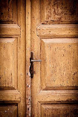 Alte Tür - p220m1083095 von Kai Jabs