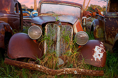 Close up of vintage car in scrap yard - p429m875753f by Zero Creatives
