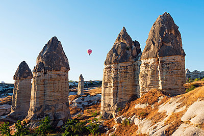 Turkey, Central Anatolia, Cappadocia, balloon flight over Goreme, Unesco World Heritage site - p652m1166910 by Christian Kober