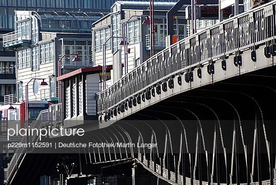Baumwall, Hamburg - p229m1152591 von Martin Langer
