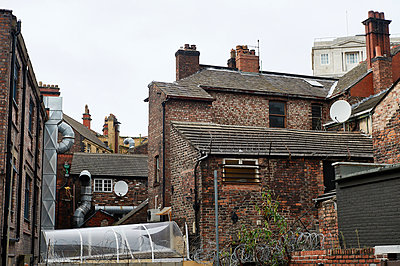Houses in Liverpool - p1203m1043253 by Bernd Schumacher