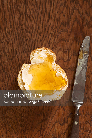 Brioche - p781m1000187 von Angela Franke