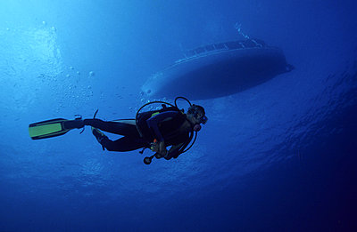 Low angle view of a diver underwate - p34810231 by Kimmo Hagman