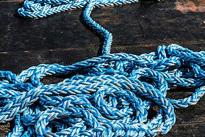 Blaues Seil - p488m1181931 von Bias