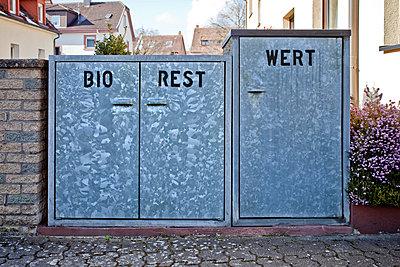 Waste seperation - p580m1552870 by Eva Z. Genthe