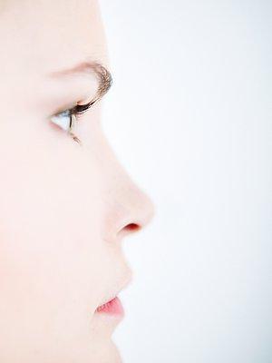 Portrait of woman in profile - p1093m2223252 by Sven Hagolani
