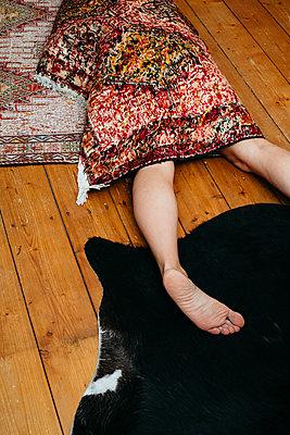 Woman rolled up in carpet - p1621m2254237 by Anke Doerschlen