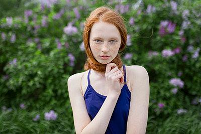Caucasian teenage girl wrapping hair around neck - p555m1521409 by Vyacheslav Chistyakov