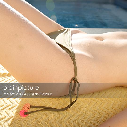 Young woman sunbathing in bikini - p1105m2200684 by Virginie Plauchut