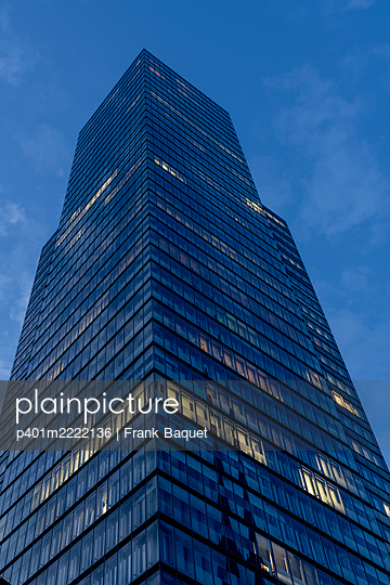 Modern office building Cologne - p401m2222136 by Frank Baquet