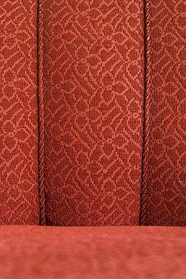 Rotes 50er Jahre Sofa - p4010280 von Frank Baquet