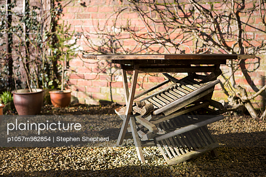 Gartenmöbel - p1057m982854 von Stephen Shepherd