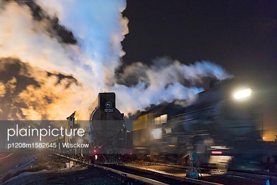 Dampfzüge in der Nacht - p1208m1582645 von Wisckow
