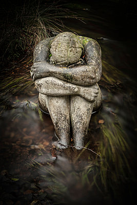 Crying woman - p403m951533 by Helge Sauber