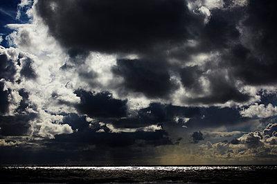 Wolken - p415m952967 von Tanja Luther