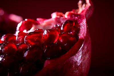 Pomegranate close-up - p851m1148621 by Lohfink