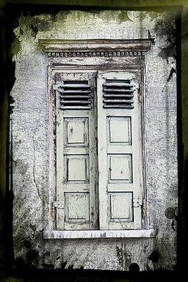 Fenster eines alten Hauses - p9790378 von Weber-Decker