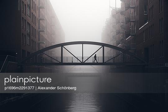Morning in the Speicherstadt - p1696m2291377 by Alexander Schönberg