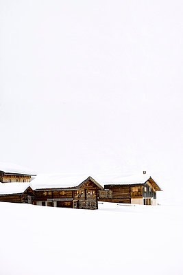 Wooden Houses - p2480632 by BY