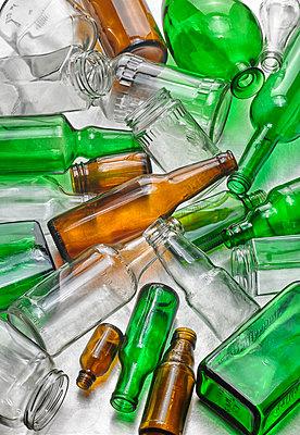 Wertstoff Glas - p509m1464846 von Reiner Ohms