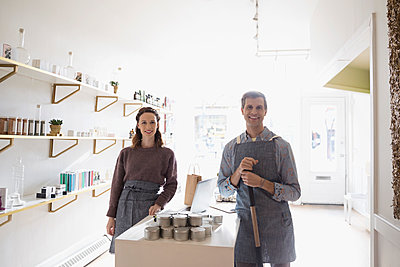 Portrait confident shop owners working in home fragrances shop - p1192m1201987 by Hero Images