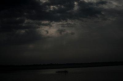 Dark clouds - p1007m1144304 by Tilby Vattard