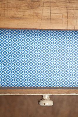 Empty drawer - p454m1497225 by Lubitz + Dorner