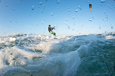 Kite surfing on Red Sea coast of Egypt, North Africa, Africa - p871m927389 by Louise Murray