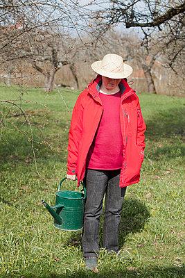 Gardening woman - p956m658544 by Anna Quinn