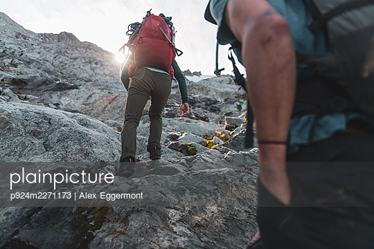 Climbers on Tantalus Traverse, a classic alpine traverse close to Squamish, British Columbia, Canada - p924m2271173 by Alex Eggermont