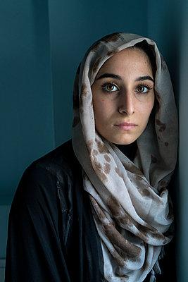 Junge muslimische Frau - p427m1463399 von R. Mohr