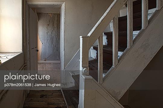 p378m2061538 von James Hughes