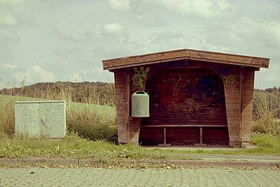 Bus stop - p1089m855326 by Frank Swertz