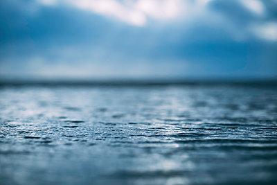 Wasseroberfläche - p299m2071295 von Silke Heyer