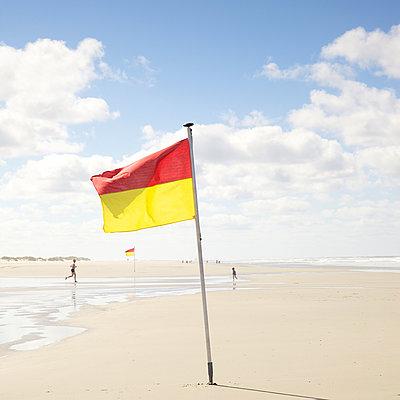 Bewachter Strandabschnitt - p606m890815 von Iris Friedrich
