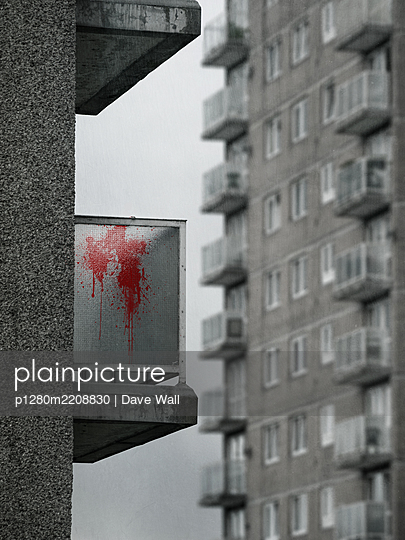 Great Britain, Slum Apartments with blood splatter on balcony - p1280m2208830 by Dave Wall