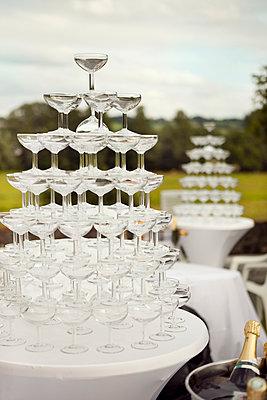 Champagnerpyramide - p1195m1028218 von Kathrin Brunnhofer