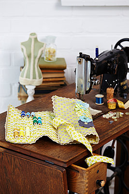 Sewing - p1227m1039981 by indra ohlemutz