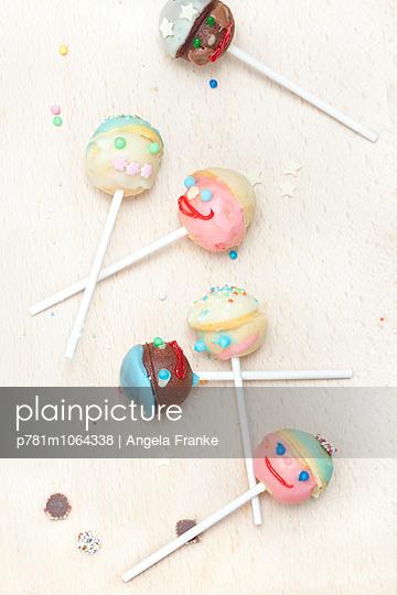 Cake-Pops - p781m1064338 von Angela Franke