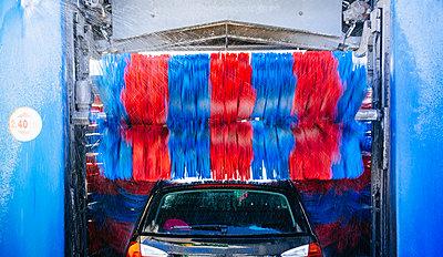 Car Wash - p1053m931732 by Joern Rynio