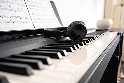 Wireless headphones on piano keyboard - p300m2282577 by Vasily Pindyurin
