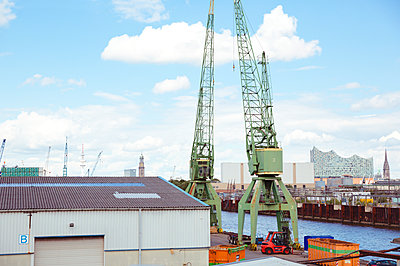 Hamburger Industriehafen - p432m1465275 von mia takahara