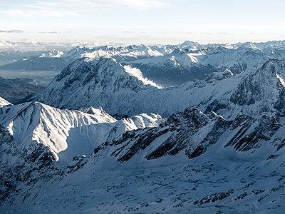 Blick von der Zugspitze - p815m883140 von Erdmenger