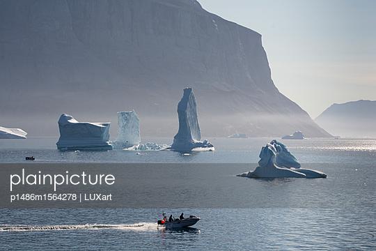 Eisberge vor Uummannaq - p1486m1564278 von LUXart