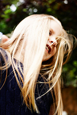 Smiling Blond Girl, Low Angle View - p694m663732 by Maria K