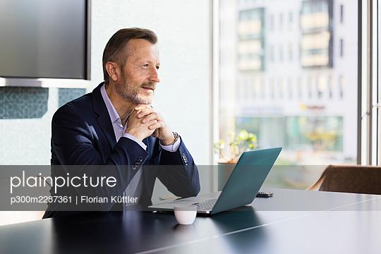 Germany, Rostock, Office, Team, Coworking - p300m2287361 von Florian Küttler